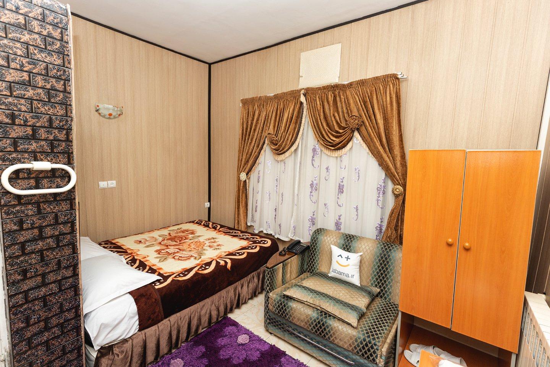 هتل آپارتمان نوعی مکان اقامتی اجارهای است ، دارای واحد یا سوئیتهای جداگانه ای هستند  که مانند اتاقها و سوئیتهای یک هتل به مسافران اجاره داده میشوند.